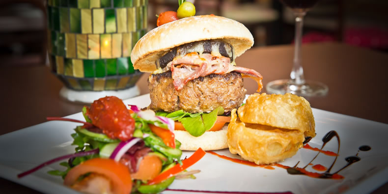 The Pipers Inn Killaloe burger